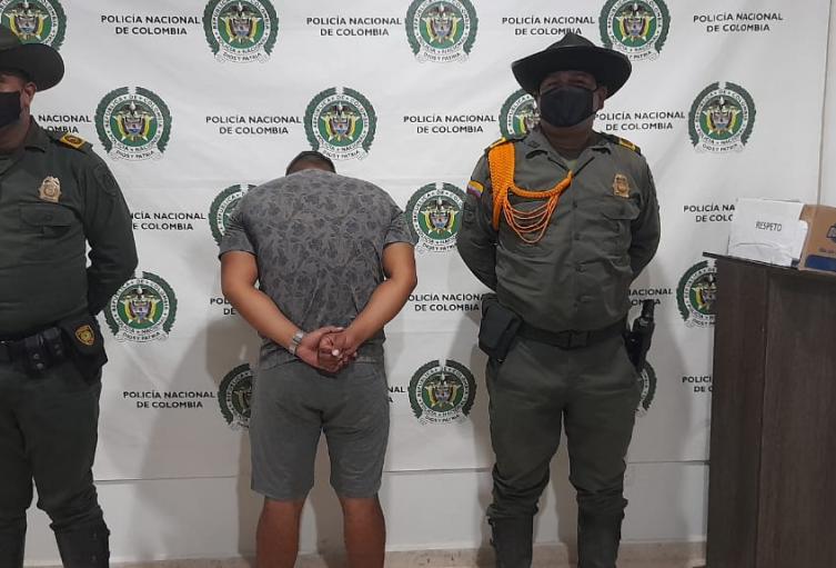 Presenta una condena con detención domiciliaria por tráfico, fabricación y porte de armas de fuego