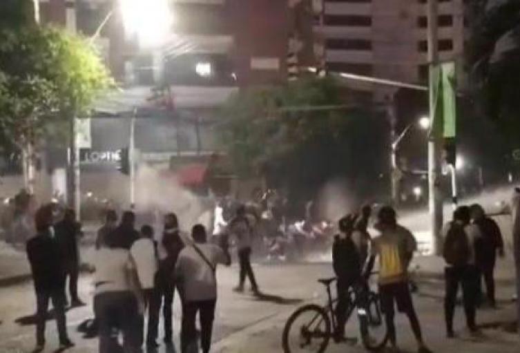 Enfrentamiento entre manifestantes y fuerza pública