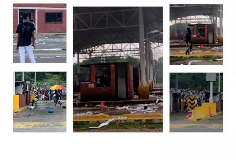 Protestas en Sincelejo,culminan con quema de peaje las Flores en Corozal