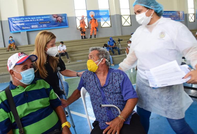Habilitan punto de vacunación masiva en Soledad