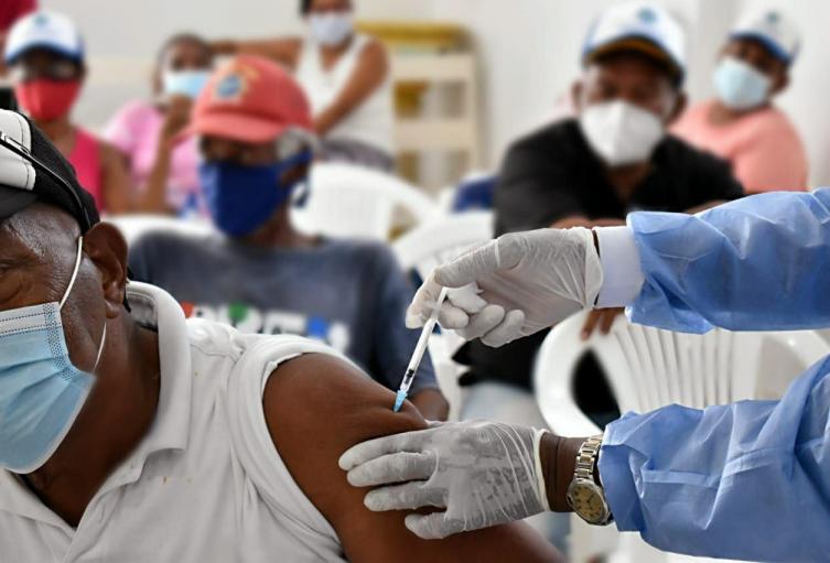 Jornada de vacunación contra Covid 19 nocturna en Cartagena