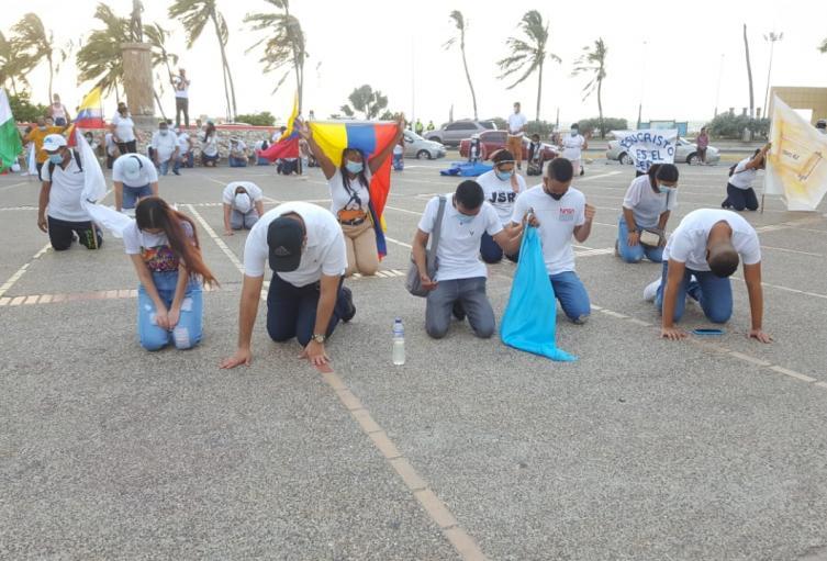 Gremios cristianos se unieron para orar por Riohacha y el país
