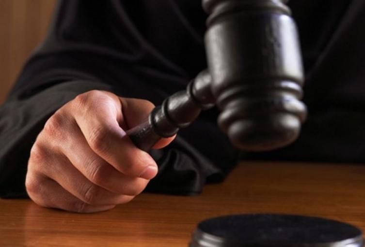 Juez condenando