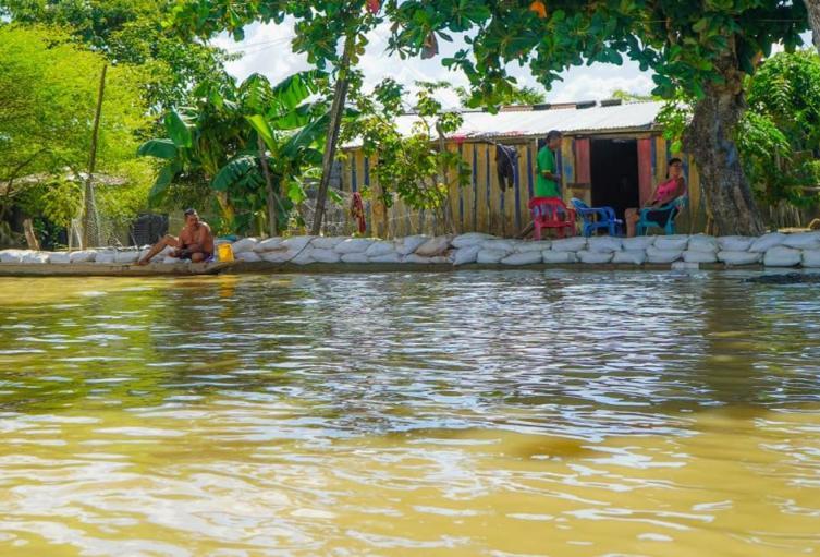 Gobernación de Sucre entregó 7000 costales al municipio de Guaranda para mitigar el riesgo de afectaciones