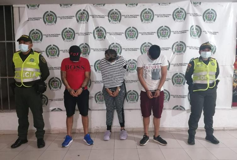 Tres personas capturadas por la Policía Nacional luego de cometer un hurto millonario
