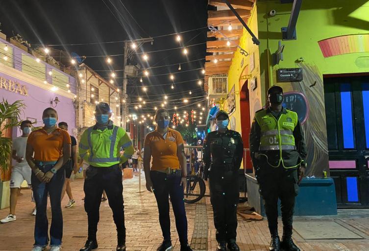 comerciantes y distrito trabajan de la mano para la activación del comercio nocturno en Santa Marta