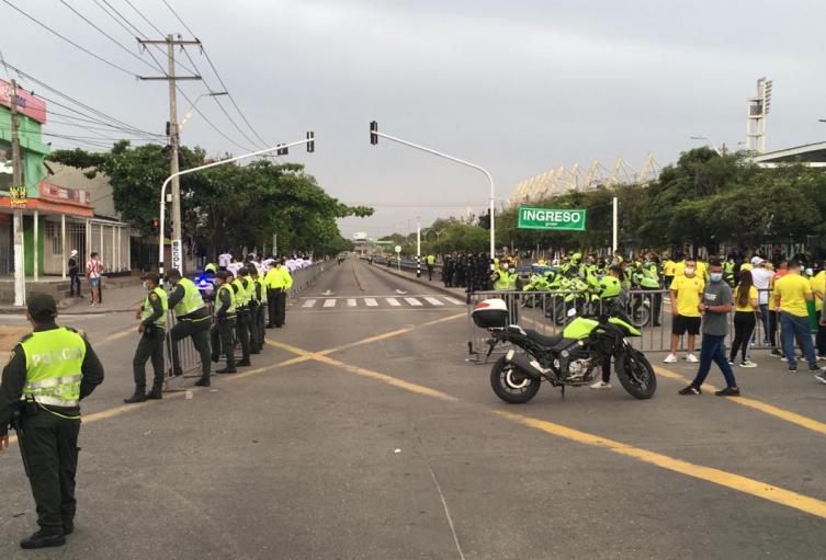 Operativos de Policía en exteriores del Estadio Metropolitano