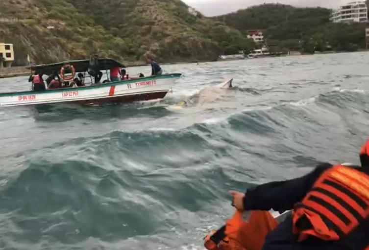 Autoridades marítimas apoyaron el rescate de 18 pasajeros de una lancha que sufrió hundimiento