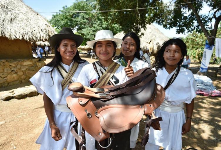 Comunidad Arhuaca recibiendo medidas de protección