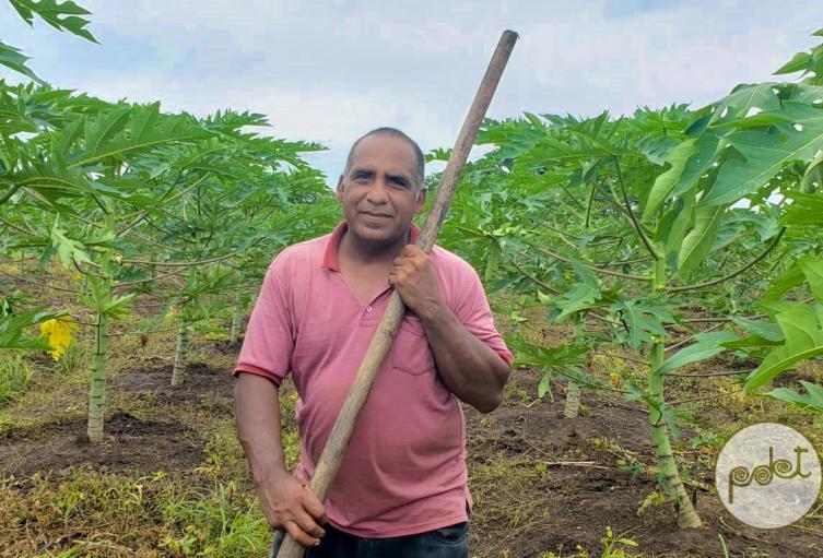 El agricultor es  oriundo  de Valencia