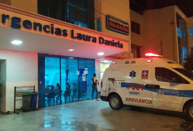Centro asistencial donde se lanzó la mujer y el menor de edad.
