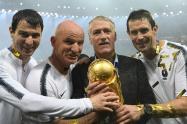 Didier Deschamps, técnico de Francia,  con la Copa del Mundo en Rusia 2018