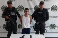 El menor fue capturado con una pistola.