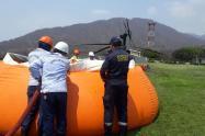 Con apoyo helicoportado se trata de disipar el incendio sobre la Sierra Nevada de Santa Marta