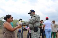 La Armada Nacional hizo entrega de 12.5 toneladas de pollo en el departamento de Sucre.