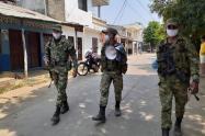 Los soldados incrementan patrullas en el sur de la ciudad.