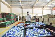 Los padres agradecen la entrega de alimentos en medio de la crisis por coronavirus