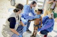 Pediatras del ICBF valorando a los niños con desnutrición