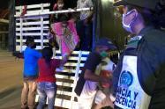 Los venezolanos iban escondidos en un camión.