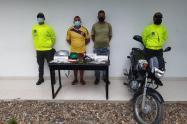 Droga, celulares, motocleta y arma de fuego
