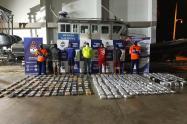 Armada Nacional y Desuc captura a 4 extranjeros  con droga ,en altamar a 18 millas de Arboletes-Antioquia