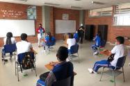 Estudiantes recibiendo clases
