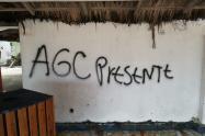 Viviendas de los corregimientos de Punta Arena, Tierrabomba y Caño del Oro fueron pintadas con mensajes de este grupo armado.