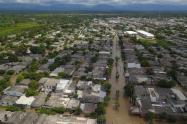autoridades realizan  evacuación de familias para evitar emergencias que lamentar