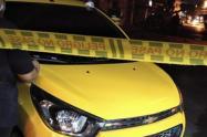 Contra un taxi fue impactada la motocicleta por el vehículo particular