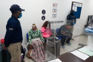 En el aeropuerto de Cartagena, tres personas habrían falsificado pruebas PCR