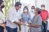 550 familias recibieron las escrituras de sus viviendas entregadas por el gobierno y municipio de Puebloviejo