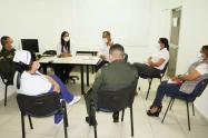 Alcalde de Riohacha José Ramiro Bermúdez en reunión con las secretarias de salud del distrito, Viviana Flórez Barros, y del departamento Ángela Torres García, para avanzar en la preparación para la aplicación de las vacunas contra el Covid-19
