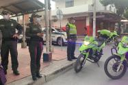 Hombre que portaba granada se enfrentó con las autoridades y escapó.
