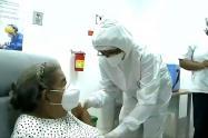 Elizabeth Pérez Ramos, de 77 años, recibió la vacuna 2 millones en el Hospital Universitario del Caribe
