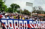 Cientos de jóvenes hinchas del ciclón bananero, se tomaron las calles pacíficamente en Santa Marta