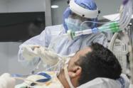 Pacientes Covid esperan una cama UCI