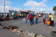 Continúan los bloqueos en vías de Barranquilla y su área metropolitana por conductores que solicitan garantías de seguridad