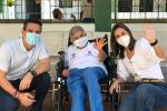 En el Asilo se vacunaron 15 abuelos .