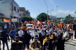 Cientos de personas marcharon para protestar por amenazas al gobernador del Magdalena