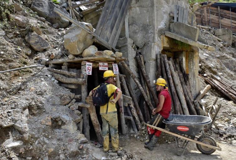 Son difíciles las condiciones en las que se encuentran los mineros artesanales.