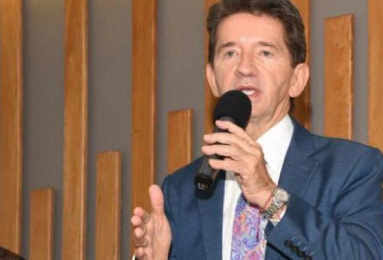 El gobernador, Luis Pérez, dijo que los guerrilleros del ELN son buscados en territorio antioqueño y chocoano.