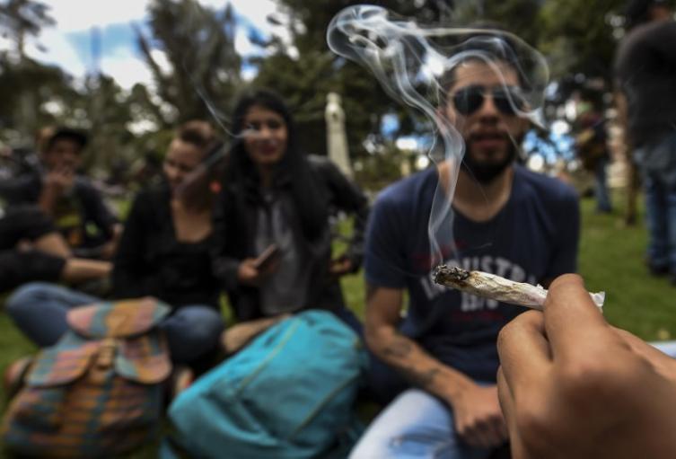 En Colombia, no cesa el debate por el porte y consumo de la dosis mínima