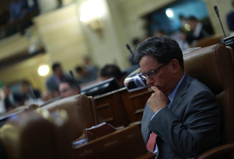 Gobierno y congresistas acuerdan aumentar impuesto a los dividendos