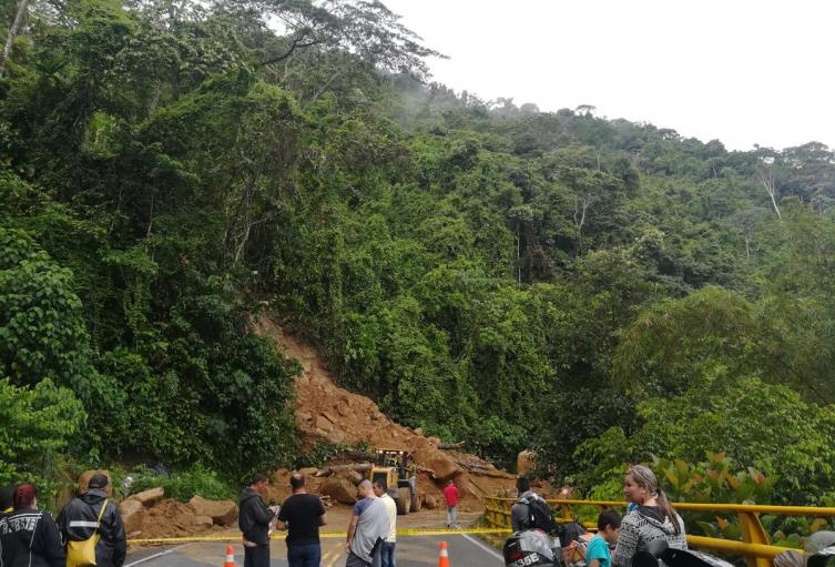 Derrumbe en San Luis que bloquea la Autopista Medellín-Bogotá