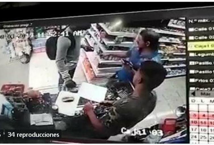 Joven golpeado en Medellín habría robado en un local.