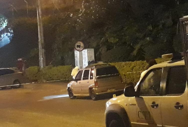 Sicarios en moto dispararon contra los ocupantes del vehículo
