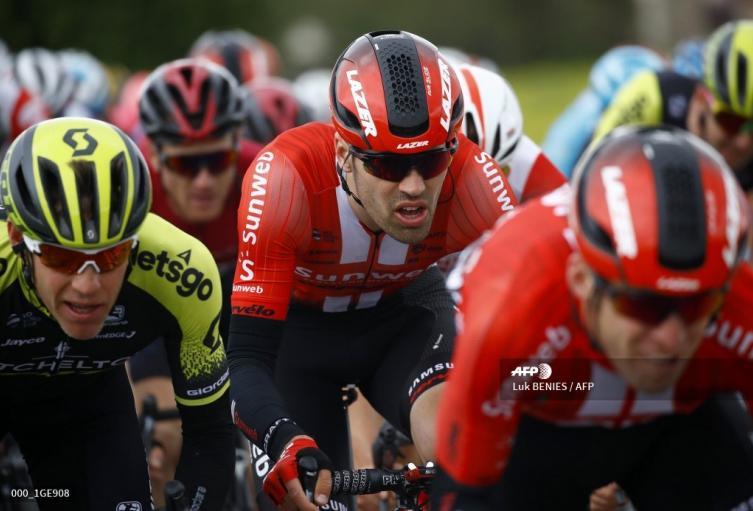 Tom Dumoulin se cayó y quedó fuera de la pelea por el título del Giro.