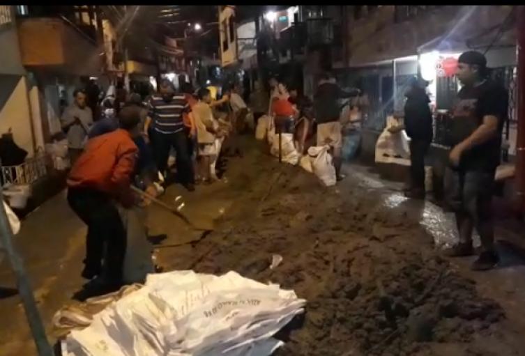 Comunidad atiende emergencia en San Cristobal