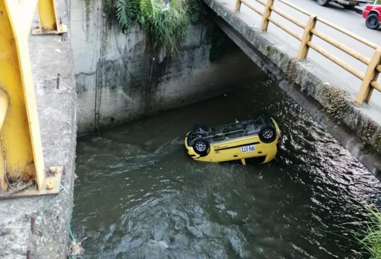 Este hecho ocurrió en la quebrada Santa Elena a la altura de la Plaza Minorista José María Villa.