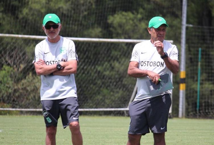 Juan Carlos Osorio, técnico de Nacional, junto a Pompilio Páez